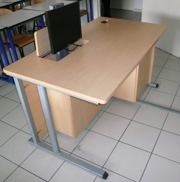 bureau pour cran plat motoris fabricant de mobilier de bureau informatique sur mesure. Black Bedroom Furniture Sets. Home Design Ideas